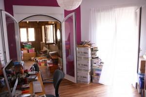El despacho y al fondo La cabaña